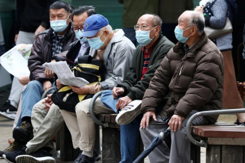 Hongkongers should use reverse mortgages to lock in stable incomes and overcome economic hardships, say industry observers